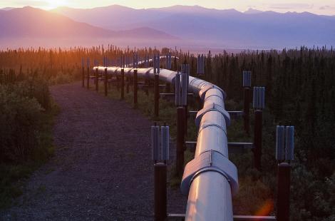 青海油田石油管道 也需要华通远航的风光互补供电系统